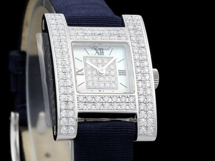CHOPARD YOUR HOUR LADY PERLMUTT DIAMANTBESATZ 18kt WEISSGOLD ca. 124 Brill. 18,9x26,4mm | 136965-1001